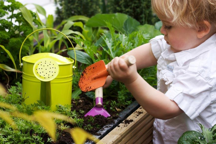 INTERESTING GARDENING ACTIVITY WITH CHILDREN
